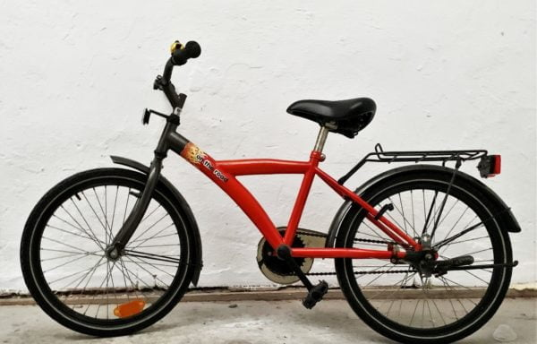 Stoere rode fiets met vlammen • 20.5