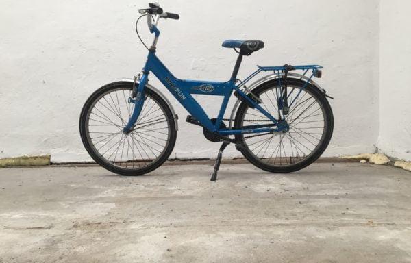 Stoere blauwe fiets • 24.21