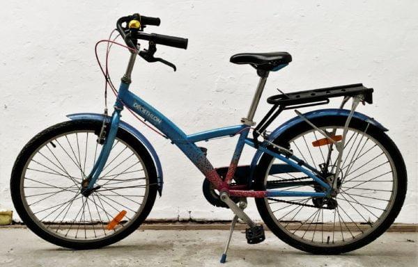 Stoere blauw-roze fiets • 24.20