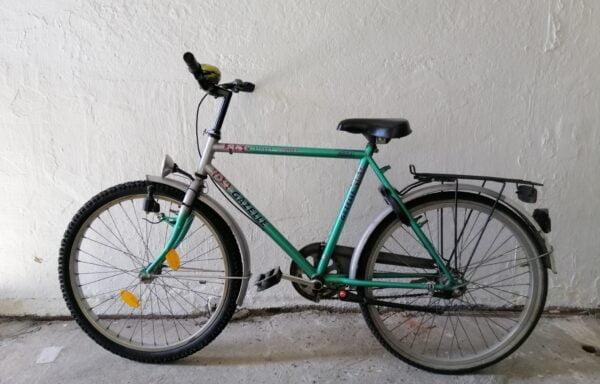 Stevige groen-zilveren fiets • 24.24