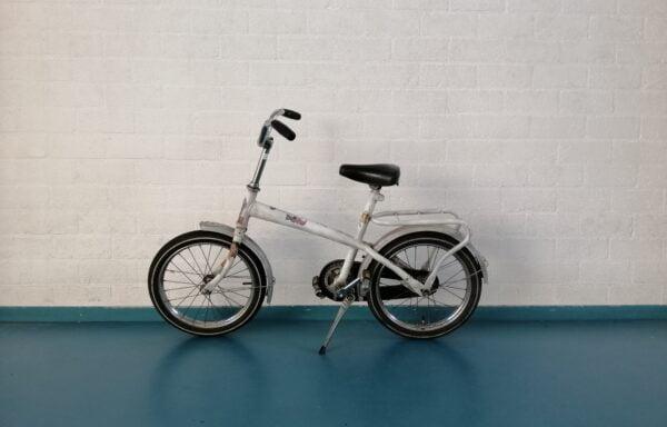Vintage witte fiets • 16.16