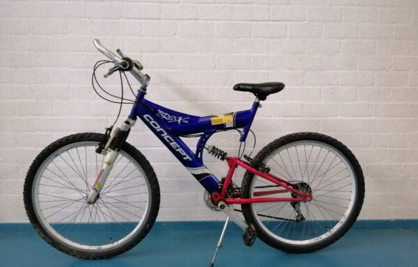 Stoere mountainbike in rood-wit-blauw • 26.32